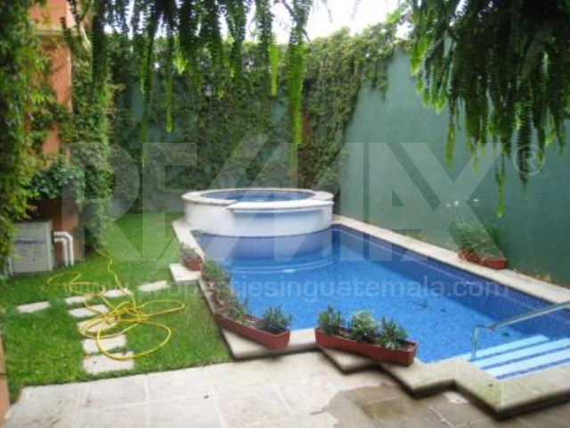 2165 HOME FOR RENT IN CENTRAL ANTIGUA (C)