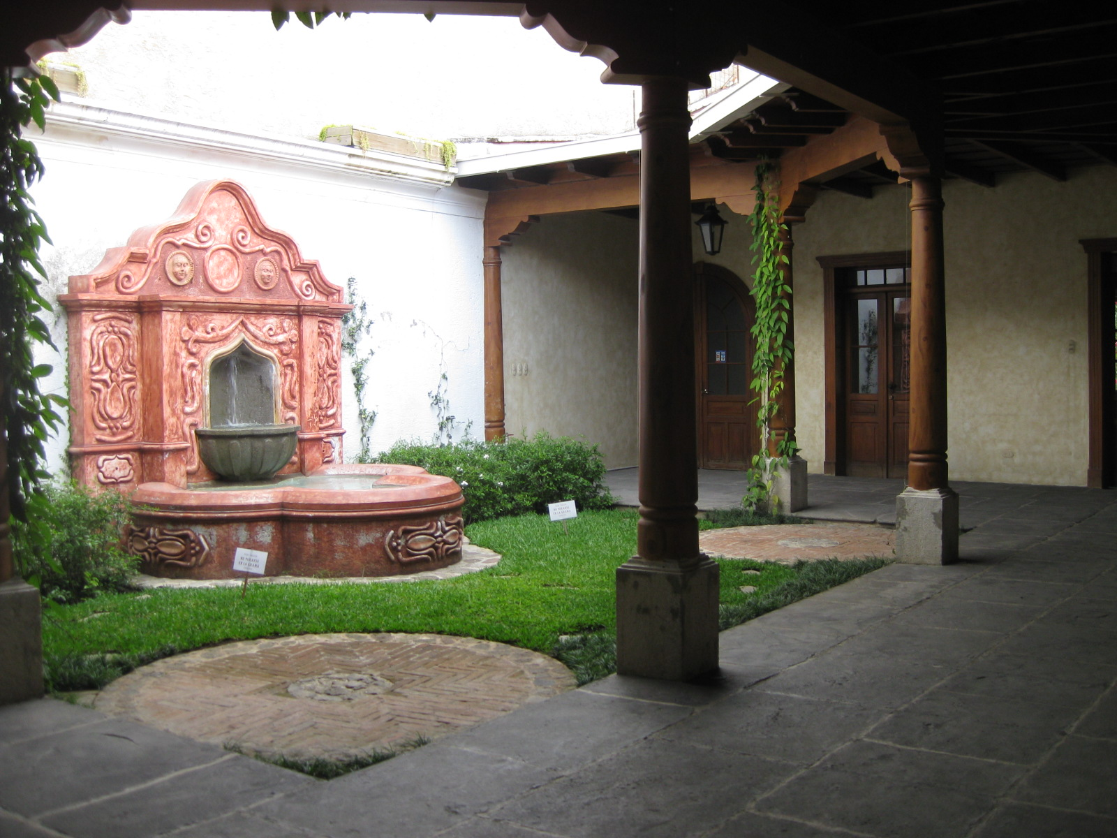 2807 COMMERCIAL SPACES FOR RENT IN CENTRAL ANTIGUA GUATEMALA