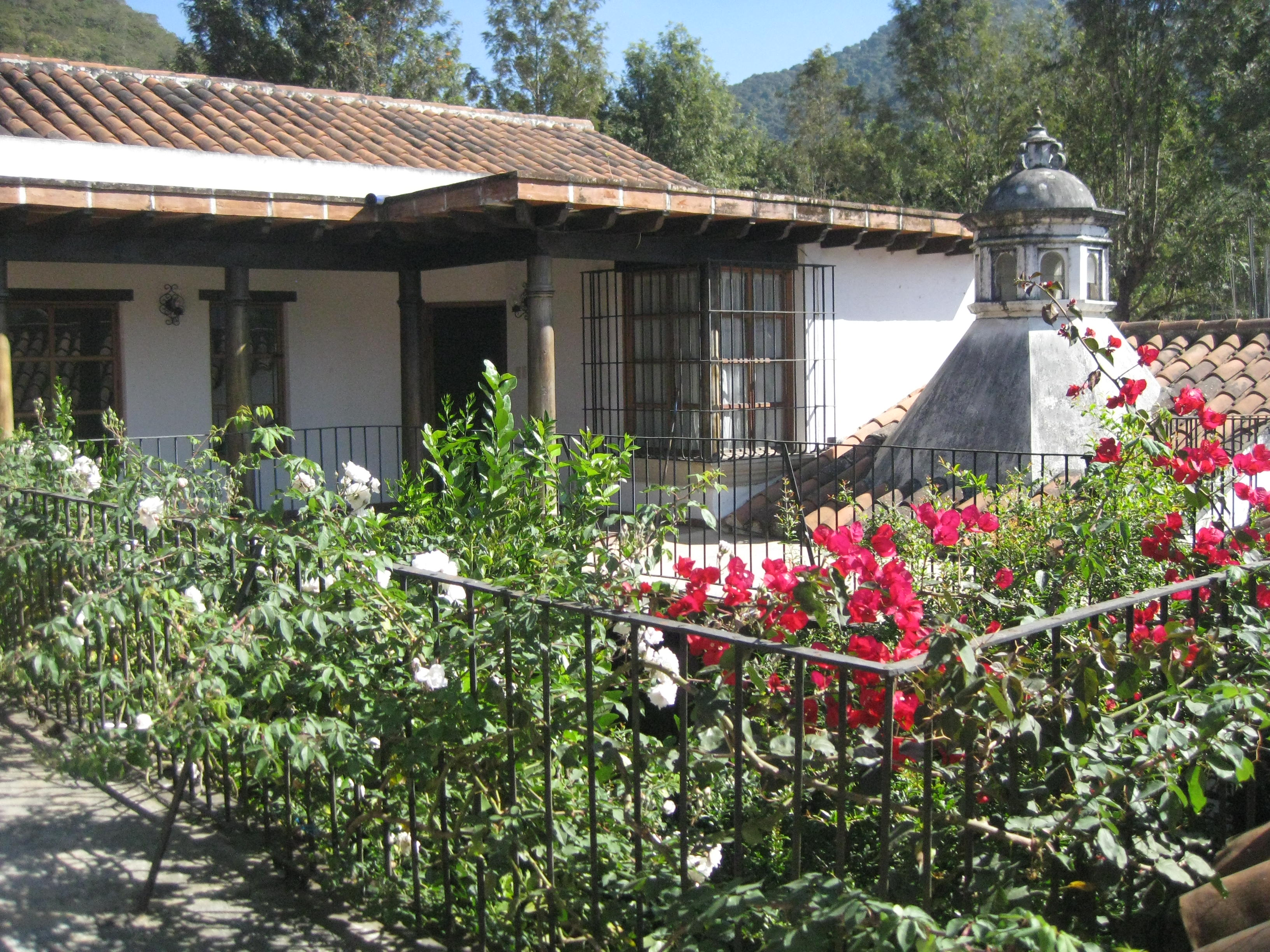 3162 HOUSE FOR RENT IN A RESIDENTIAL COMPLEX
