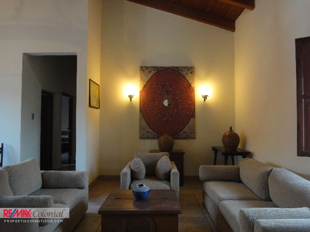 3044 HOUSE FOR RENT / EL CALVARIO