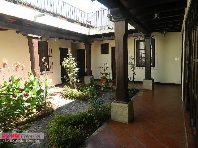 4062 HOUSE FOR RENT IN ANTIGUA GUATEMALA LONG TERM