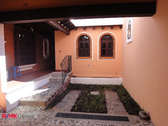 3789 HOUSE FOR RENT IN ANTIGUA GUATEMALA