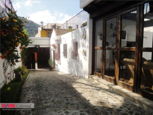 3332 HOUSE FOR SALE IN ANTIGUA GUATEMALA SANTA ANA (Actually Rented)