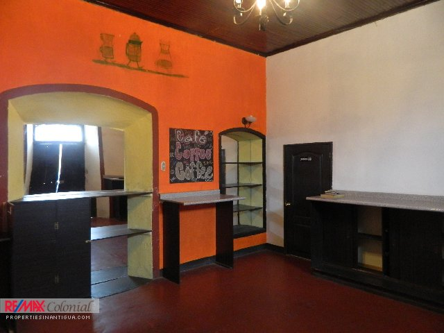3896 COMMERCIAL SPACE FOR RENT IN CENTRAL ANTIGUA (23m2)