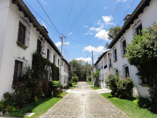 3071 TOWN HOUSE IN ANTIGUA GUATEMALA (LAS ARCADAS)