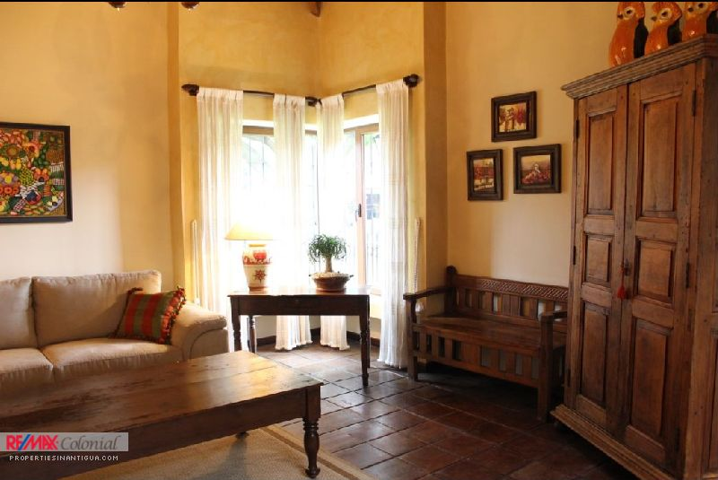 3843 HOUSE FOR RENT IN ANTIGUA (SAN FELIPE DE JESUS) WITH FURNITURE
