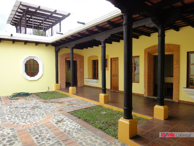 2922 SINGLE STORY HOME WALKING DISTANCE ANTIGUA GUATEMALA