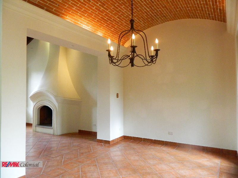 3756  HOUSE FOR SALE IN RESIDENCIALES EL CALVARIO.