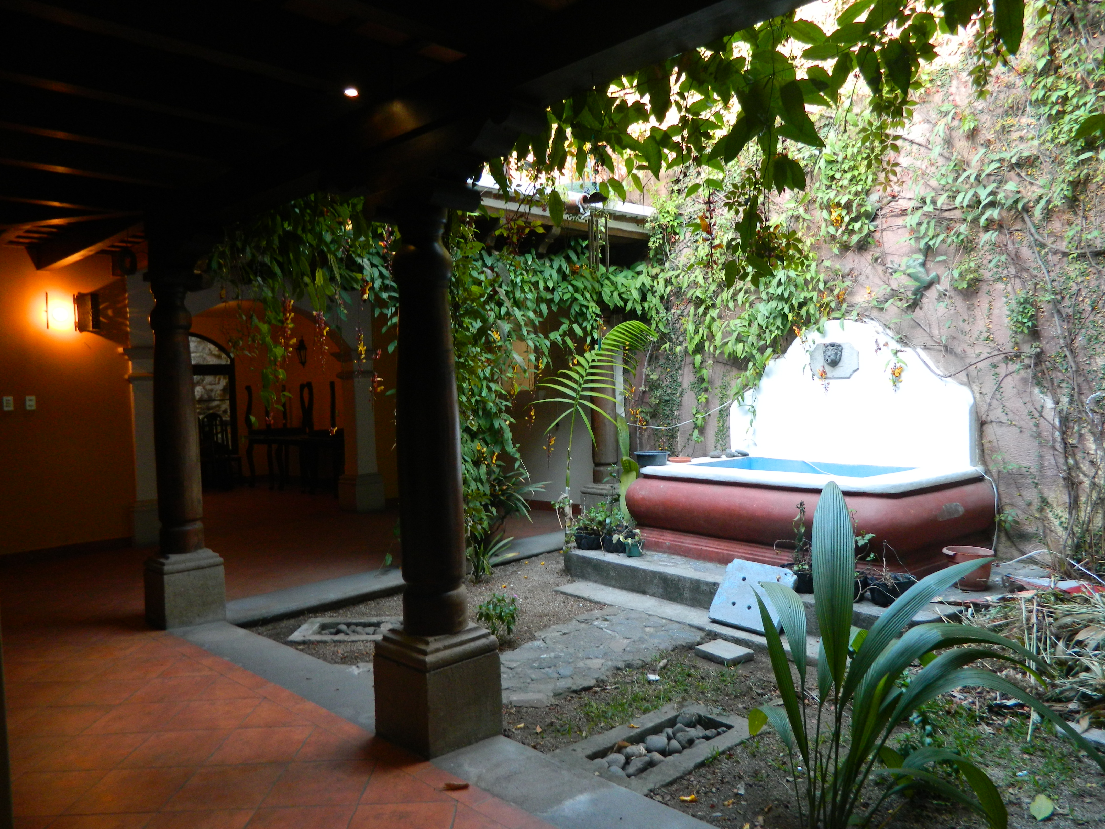 2397 GREAT HOUSE FOR RENT  IN THE CENTER OF ANTIGUA GUATEMALA, IDEALLY FOR BOUTIQUE HOTEL.