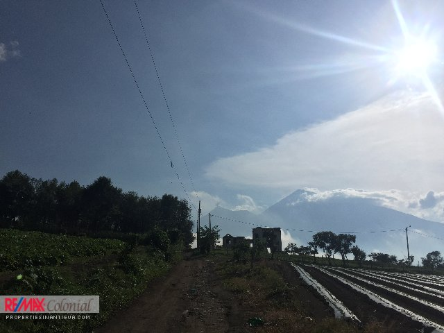 3067 COFFEE FARM FOR SALE VERY CLOSE TO ANTIGUA GUATEMALA (26,726v)