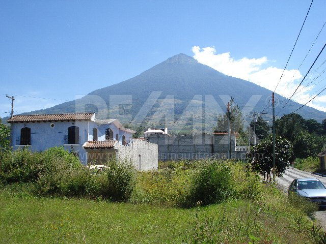 2291 LAND FOR SALE IN A RESIDENTIAL NEXT TO ANTIGUA GUATEMALA 744.19V