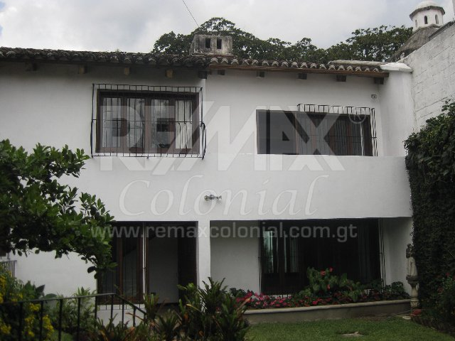 2354 HOUSE FOR RENT IN ANTIGUA GUATEMALA (CENTRAL ANTIGUA)