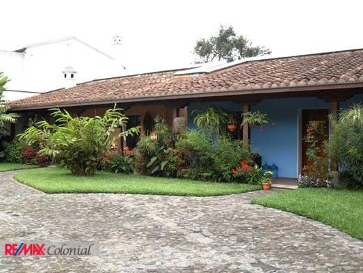 2930 HOME FOR RENT IN CENTRAL ANTIGUA