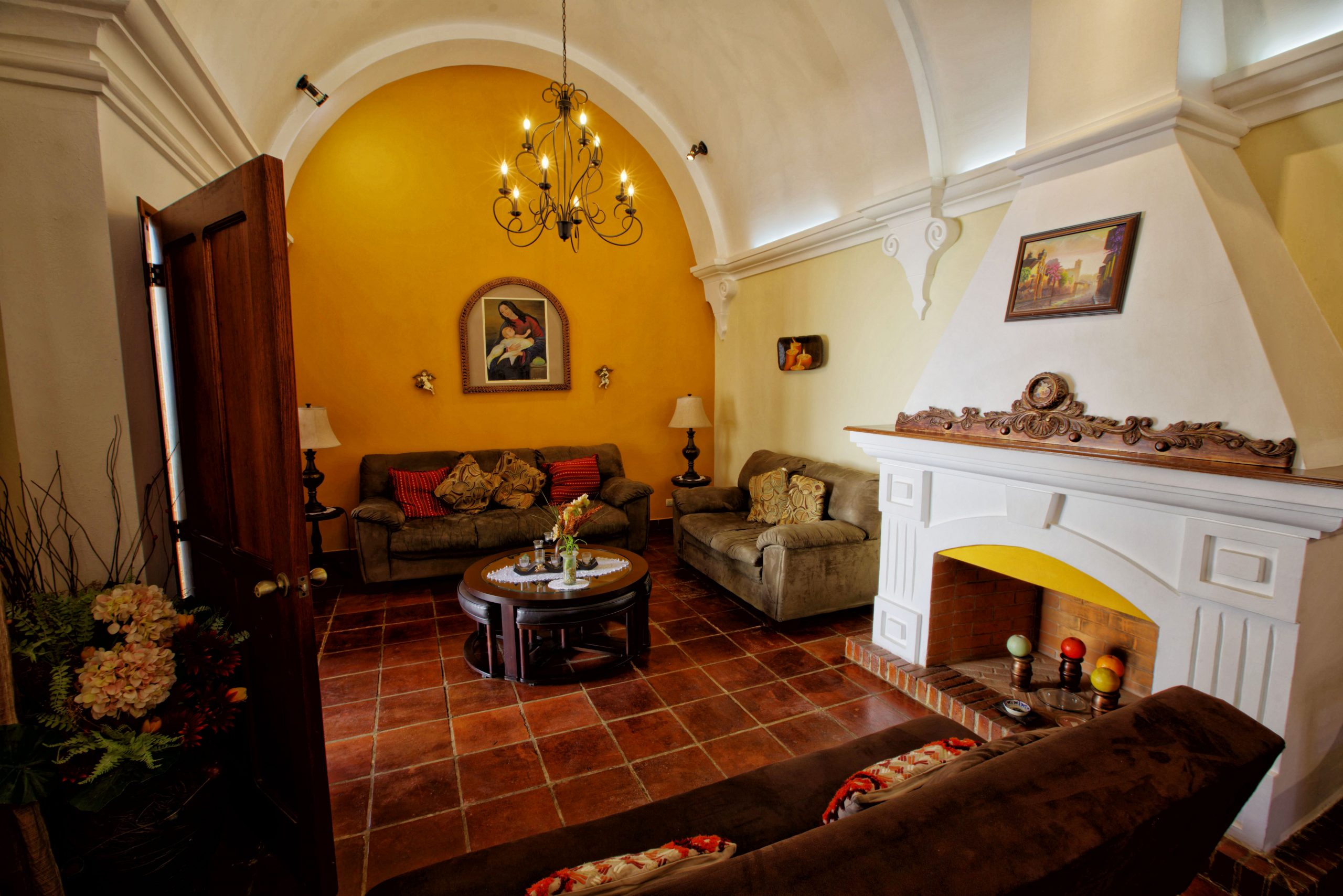 2922 COLONIAL STYLE  HOUSE FOR SALE IN  ANTIGUA GUATEMALA