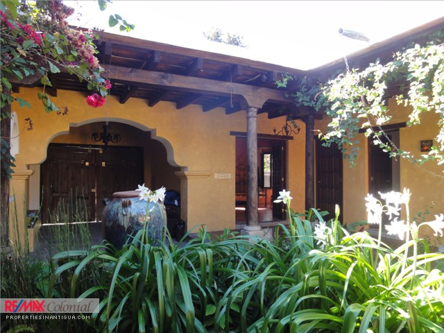 3549 COZY ONE LEVEL HOME FOR RENT CLOSE TO ANTIGUA GUATEMALA (Jb)