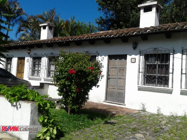3876 CUTE APARTAMENT FOR RENT. (SEMI FURNISHED) A FEW BLOCKS FROM THE MAIN SQUARE OF ANTIGUA