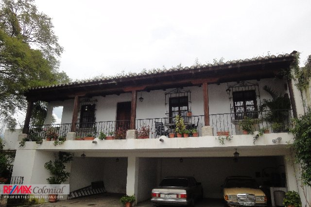 3996 APARTMENT FOR RENT IN CENTRAL ANTIGUA ***CHECK AVAILABILITY***