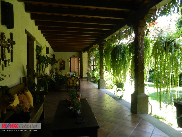 3856 CORNER HOUSE FOR RENT IN SAN JERONIMO