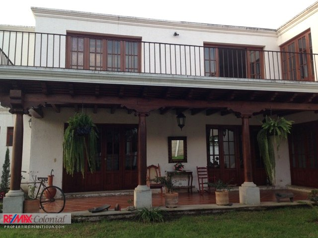 4025 GREAT HOUSE WITH A HUGE GARDEN IN PANORAMA ANTIGUA GUATEMALA