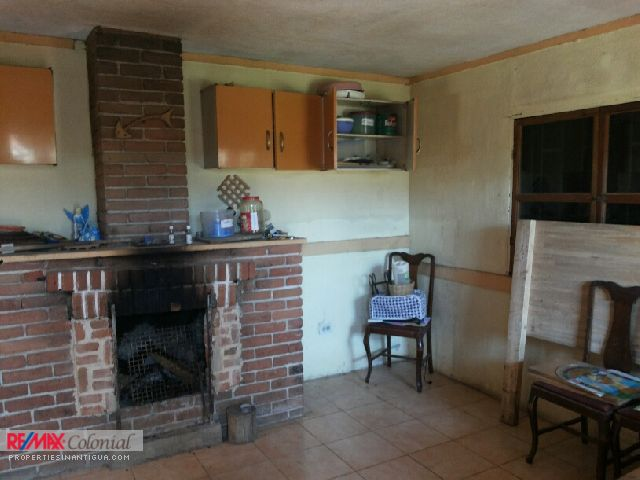 4208 HOUSE WITH BIG LAND FOR SALE IN SANTIAGO SACATEPEQUEZ (Jb)