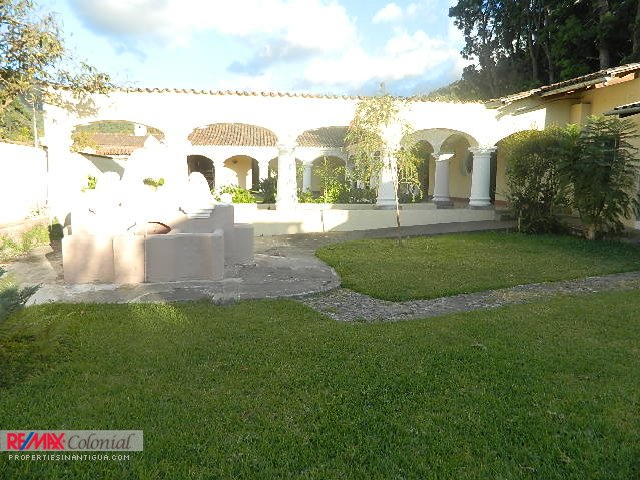 4047 COLONIAL HOUSE FOR RENT IN CENTRAL ANTIGUA