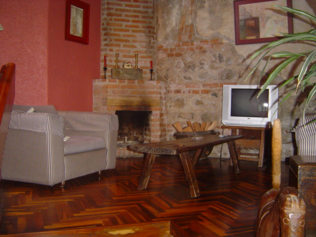 4150 2 BEDROOMS APARTMENT JUST 3 BLOCKS FROM CENTRAL PARK OF ANTIGUA GUATEMALA. (FURNISHED)