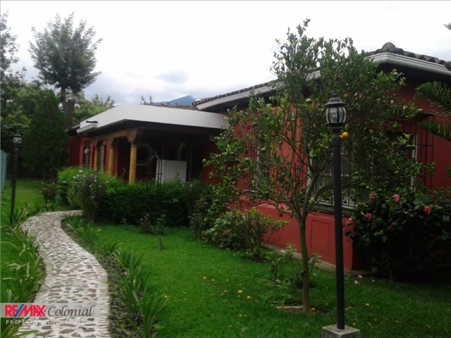 3660 HOME FOR RENT IN SAN BARTOLO, CLOSE TO CENTRAL ANTIGUA