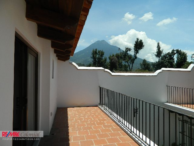 4186 APARTAMENT FOR RENT IN ANTIGUA GUATEMALA (Furnished)