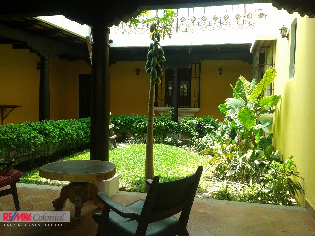 4141 LOVELY 2 LEVEL HOUSE FOR RENT IN CENTRAL ANTIGUA