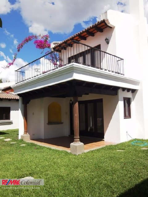 2126 HOUSE FOR SALE IN PANORAMA (LA ANTIGUA GUATEMALA)