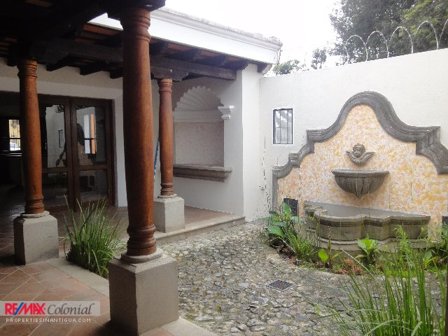 3736 HOUSE FOR RENT IN REFUGIO DE LA CONDESA, LA ANTIGUA GUATEMALA