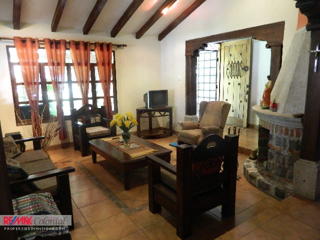 4212 AMPLE HOUSE FOR RENT IN PANORAMA, ANTIGUA GUATEMALA (With or without furnitures)