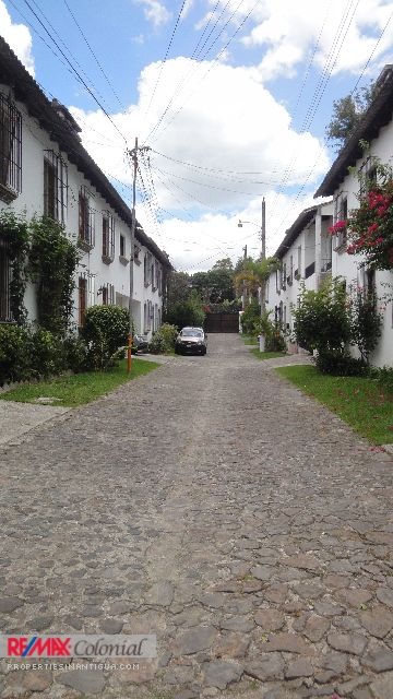 4180 SMALL HOUSE FOR RENT IN ANTIGUA GUATEMALA (Semi Furnished)