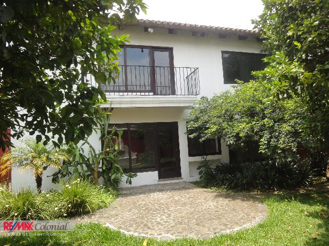 3734 AMPLE HOUSE FOR RENT IN ANTIGUA GUATEMALA