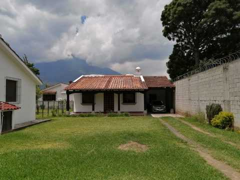 4026 COZY HOUSE FOR RENT IN PANORAMA CLOSE TO CENTER OF ANTIGUA G.