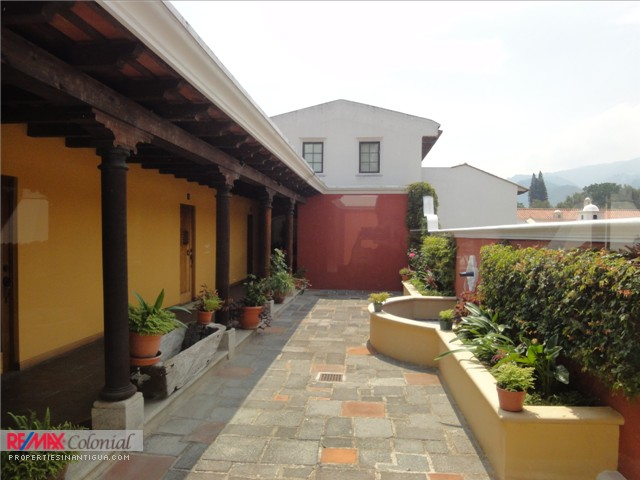 3626 LOFT FOR RENT IN ANTIGUA GUATEMALA (FULLY FURNISHED)