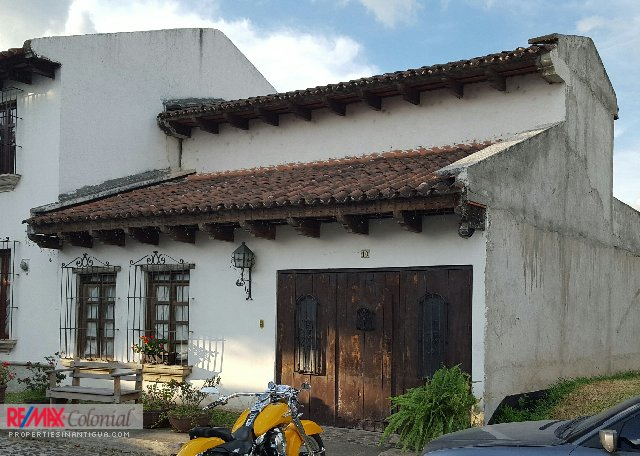 1998  COZY HOUSE FOR RENT IN LA SERENÍSIMA, UNFURNISHED, EL CALVARIO.