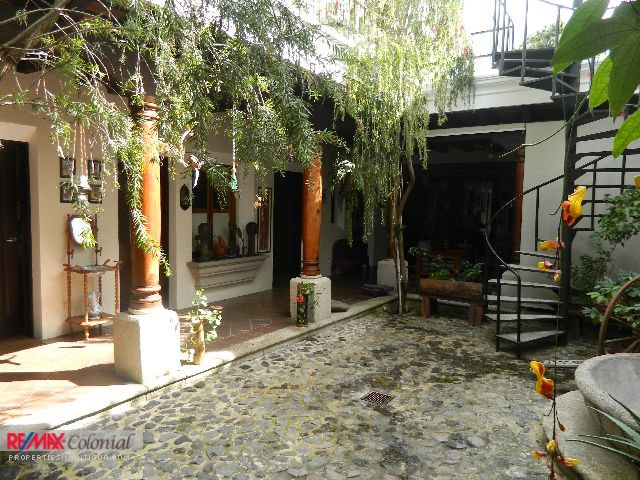 4271 HOUSE FOR RENT IN CALVARIO AREA  (Jb)