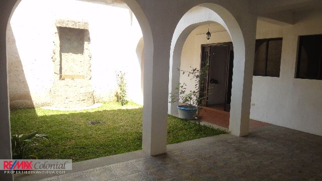 4303 AMPLE HOUSE FOR RENT IN LA CUPULA (SEMI FURNISHED) AVAILABLE ENERO 2019