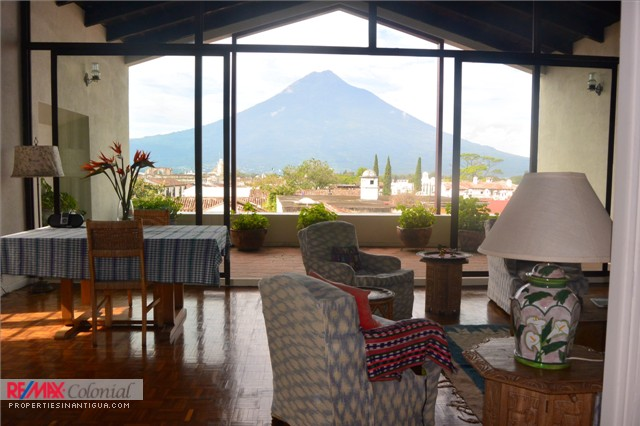 3703  LUXURIOUS HOUSE FOR RENT IN ANTIGUA GUATEMALA ($300 Per Night)