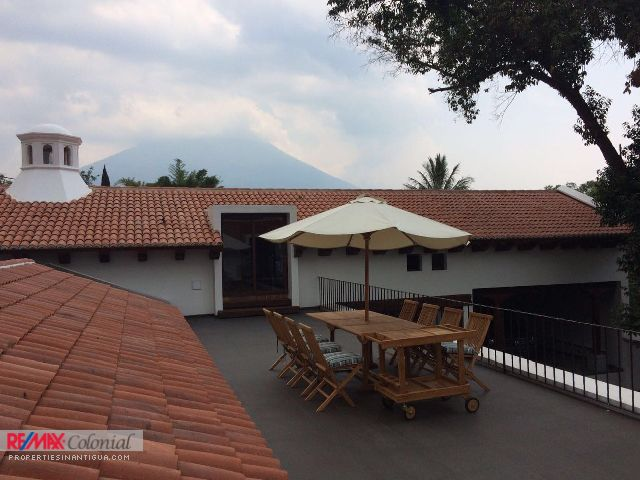 4256 HOME FOR RENT IN SANTA ANA, CLOSE TO ANTIGUA ($600 Per Weekend)