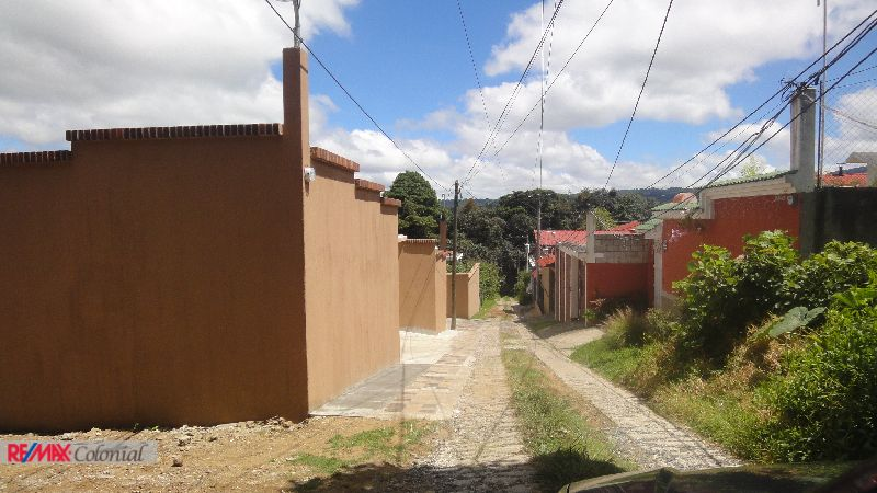4382 BEAUTIFUL LAND CLOSE TO ANTIGUA GUATEMALA
