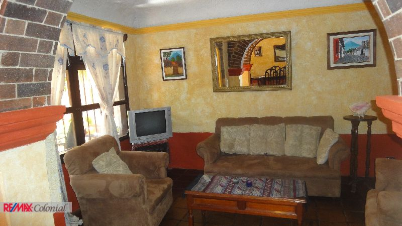 4390  BEAUTIFUL HOUSE FOR RENT CLOSE TO ANTIGUA, FURNISHED.