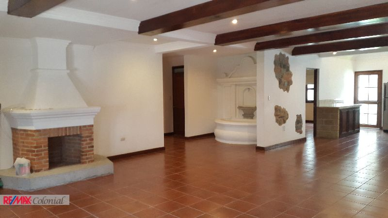 4402 UNFURNISHED HOUSE IN A GATED COMMUNITY. PORTAL DE ANTIGUA.