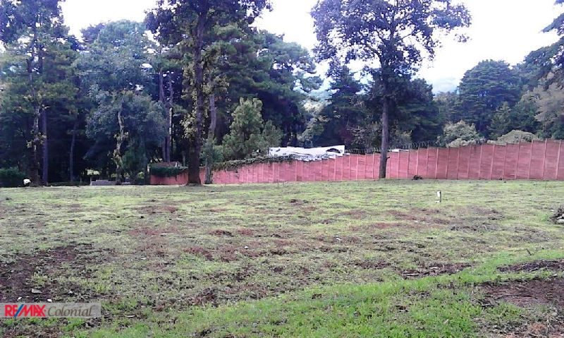 4429 LANDS FOR SALE INSIDE A GATED COMMUNITY IN SANTIAGO SACATEPEQUEZ (C)