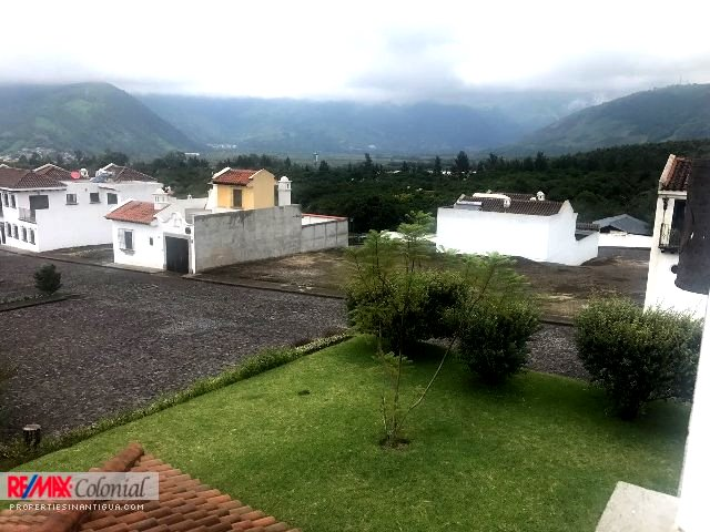4460 EXCELLENT LOT ON SALE INSIDE A COMMUNITY MINUTES AWAY FROM ANTIGUA (C) (Jb)