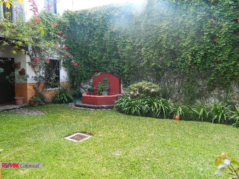 4452 NICE HOUSE FOR RENT, CLOSE TO THE CENTER OF ANTIGUA (January 1st)