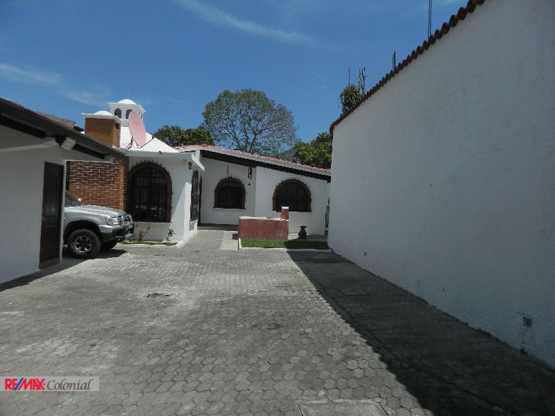 4493 HOUSE FOR RENT IN ANTIGUA GUATEMALA  (13 BEDROOMS)