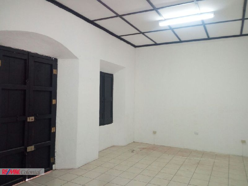 2266 LOCAL SPACE FOR RENT IN ANTIGUA GUATEMALA (C)