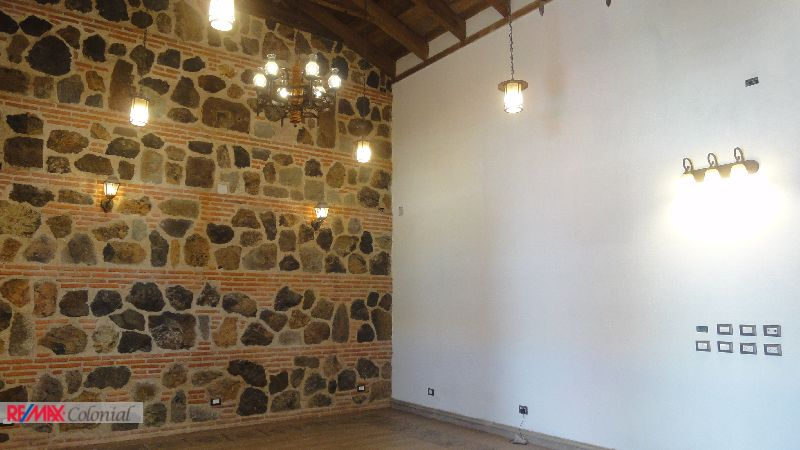 4474 COMMERCIAL SPACE FOR RENT, ONE BLOCKS FROM MAIN PLAZA, ANTIGUA GUATEMALA
